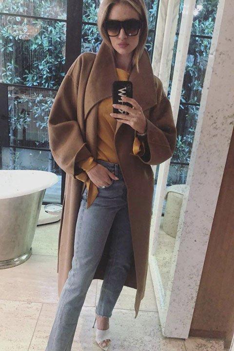 Роузи Хантингтон-Уайтли бежевый цвет