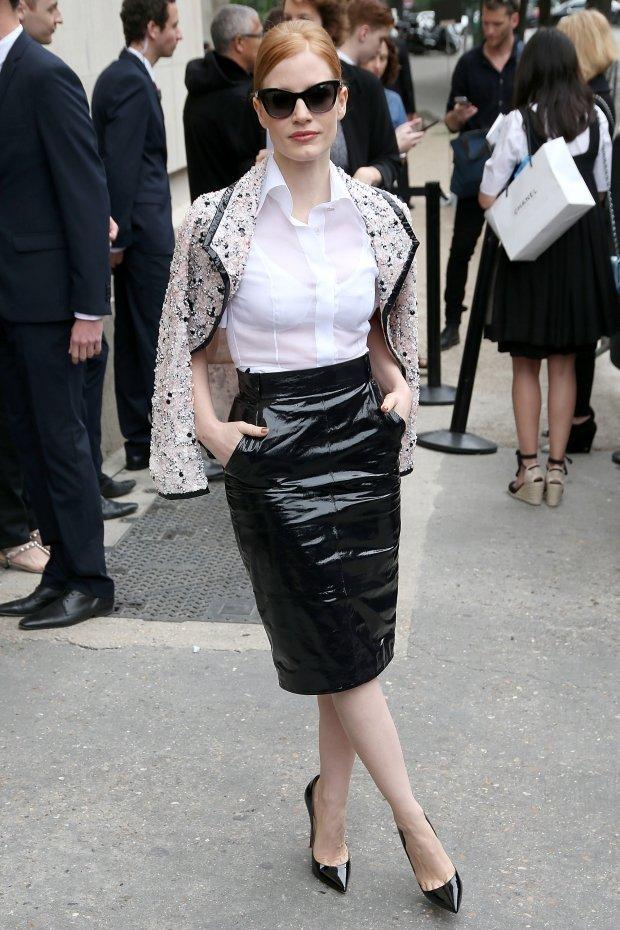 джессика честейн белая блузка